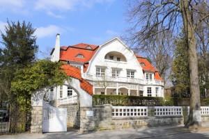 Villenmakler Berlin: Villen und Luxusimmobilien zu Verkaufen © ArTono – Shutterstock